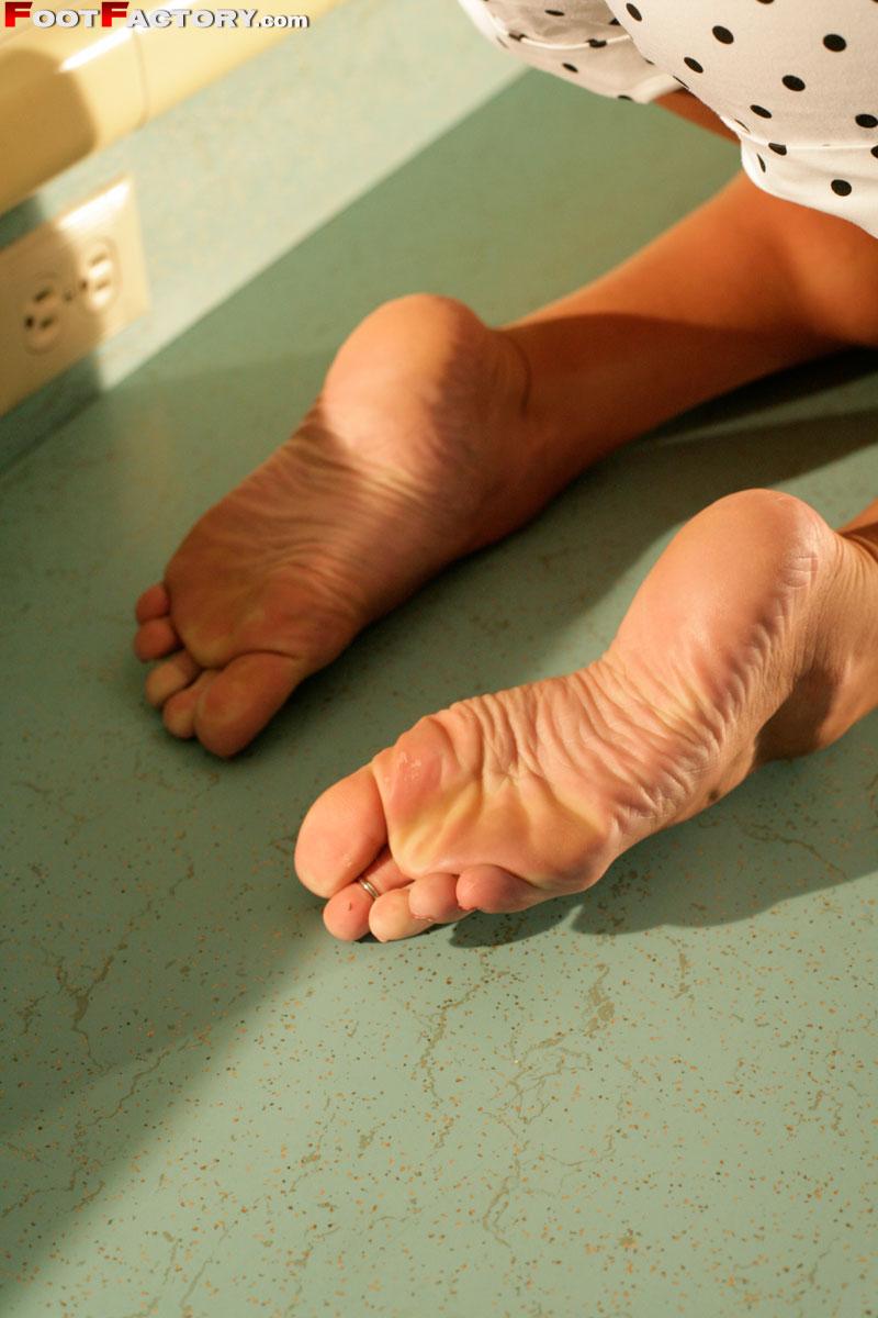 Aaliyah love feet porn curious