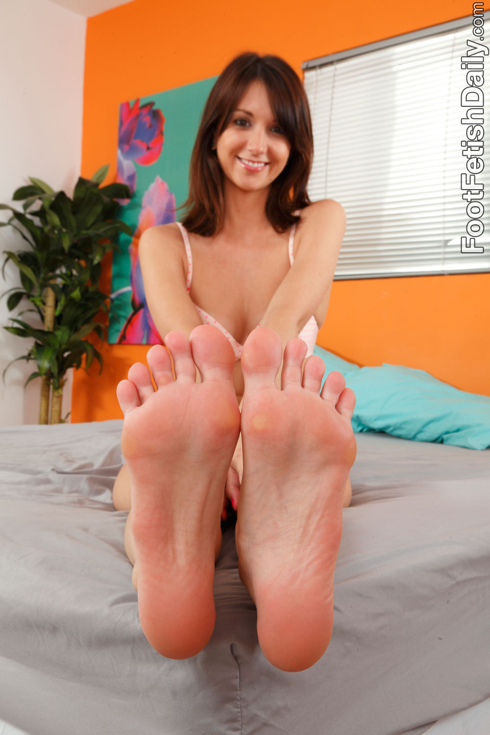 foot fetish katie jordin jpg 422x640