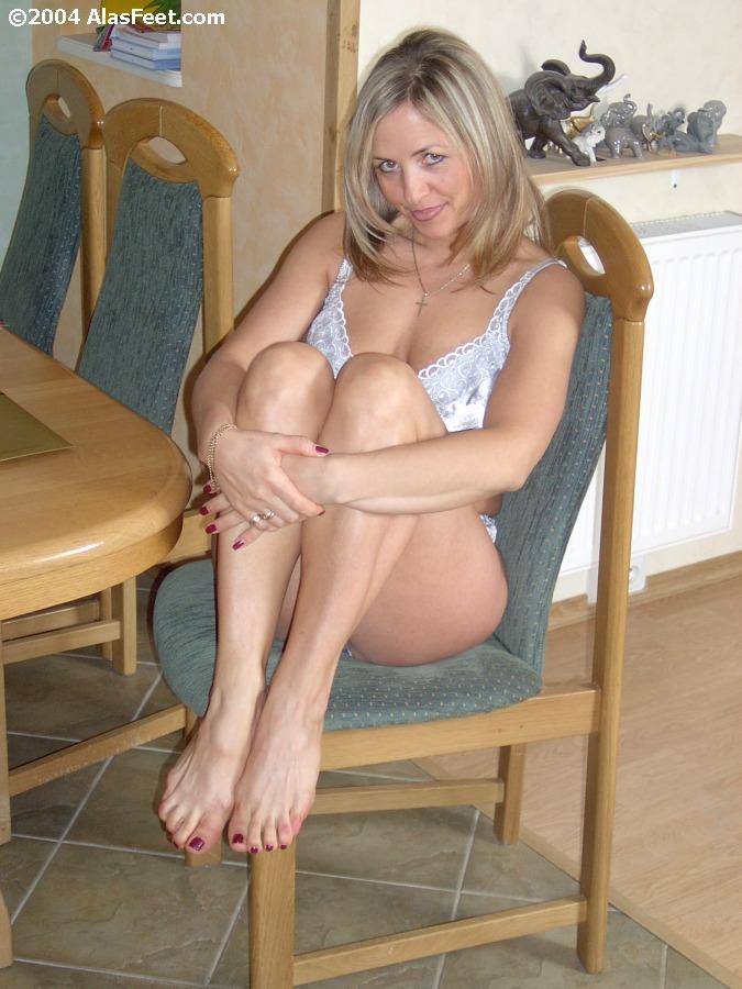 Wu's Feet Links - Ala's Bare & Nylon Feet