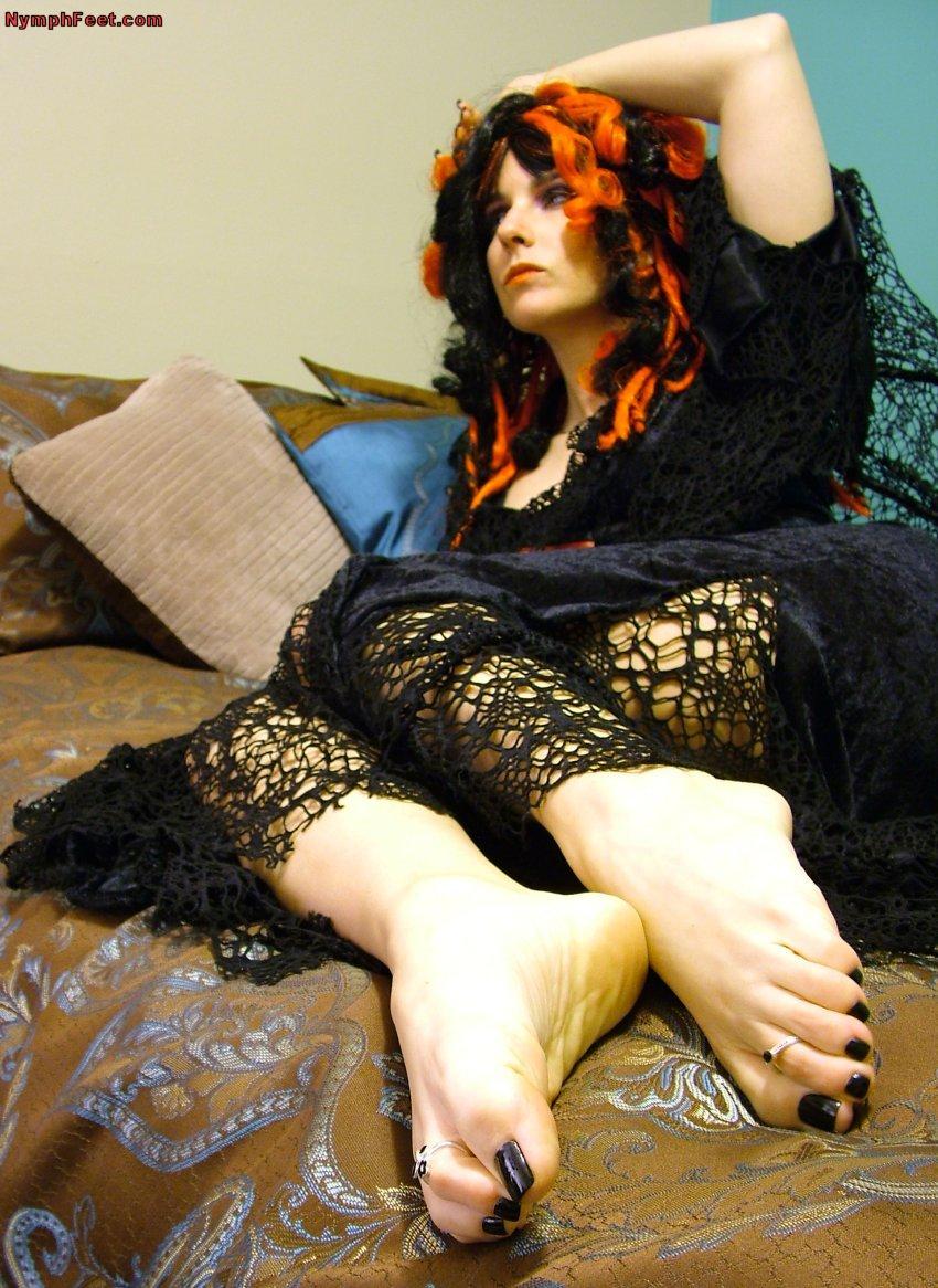 Black And Red >> Wu's Feet Links - AmberLily's Black Widow Feet
